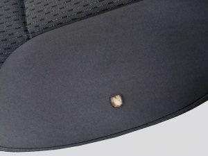 Einfarbiger Stoff mit Loch